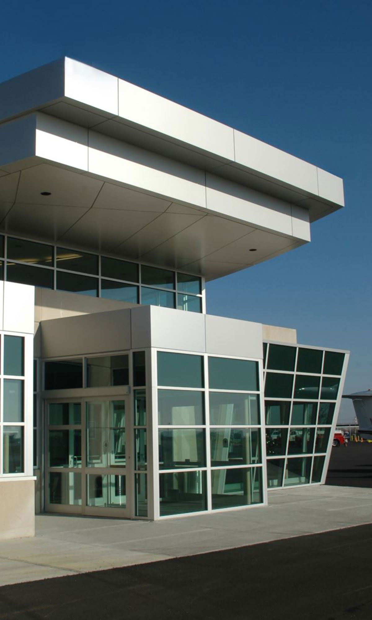 Signature Flight Supprt Executive Terminal Exterior 2